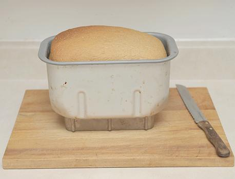 Where can you find free cookbooks for a breadmaker?