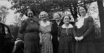 Mary, Gertrude, Lucy, Theresa & Bea McClements c1935