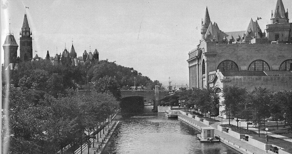 Rideau Canal downtown pic