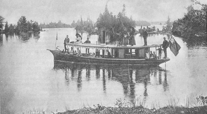 Recreational party steamboat on the Rideau Canal / Rideau Lake